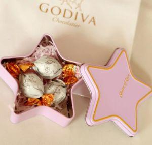 Forma de estrella de Navidad dulces Bombones tin box con cinta de seda