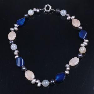 紫色の石は淡水の女性のための真珠によって玉を付けられるネックレスの宝石類を欠く