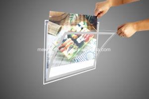 En la pared de la publicidad de acrílico Lightbox con panel de luz LED iluminado
