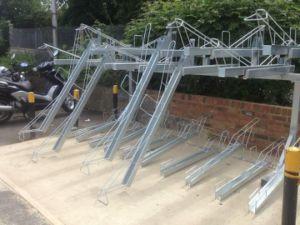 二重の二重デッキの屋外の熱浸された電流を通された駐車のバイクラック