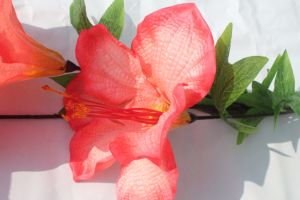 結婚式のホーム装飾のための絹の人工花ユリの偽造品の花