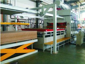 4X8FTメラミンによって直面される合板およびMDFの薄板になる生産ライン