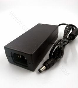 24V 2A comutação de alimentação DC de CA, o LED de desktop de Viagens Transformador para C6 C8 C14 Conector com RoHS da CE