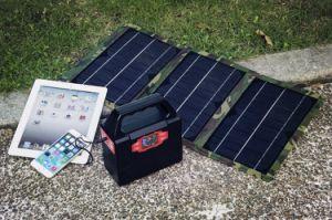 LEDライトが付いているキャンプの工具セットの太陽エネルギーバンク