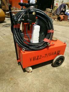 La tension électrique de la pompe à huile