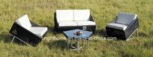 屋外の柳細工のソファーの一定の家具