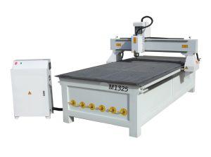 1325 de la herramienta de carpintería de corte CNC Router CNC con mesa de trabajo vacío