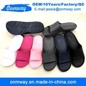 Cuatro colores de los hombres zapatillas de baño interiores