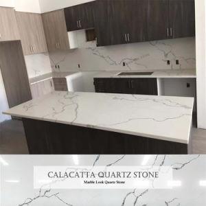 Foshan Pierre artificielle Calacatta regarder le quartz de marbre blanc de la pierre pour comptoir de cuisine