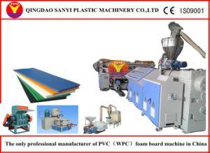 Extrudeuse en bois de PVC/feuille mousse en plastique effectuant l'extrudeuse