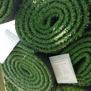 Mini erba dell'interno ed esterna dello Synthetic di golf di verde mettente