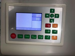 El grabado láser de CO2 CNC el equipo de acrílico/lámina de PVC