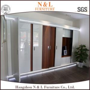 Mobilier de chambre à coucher N & L armoire avec porte coulissante en verre et du grain du bois