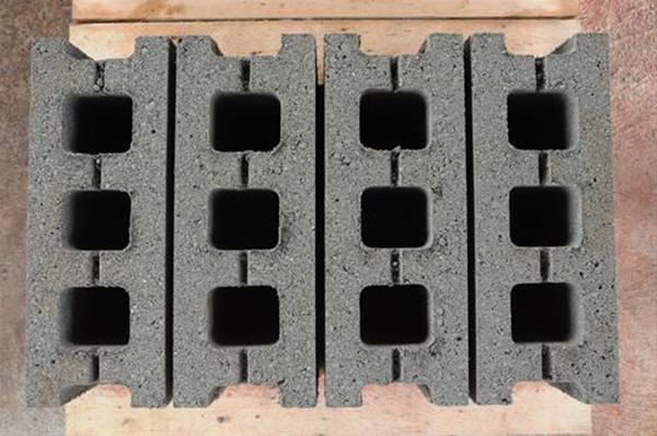 three holes block.JPG