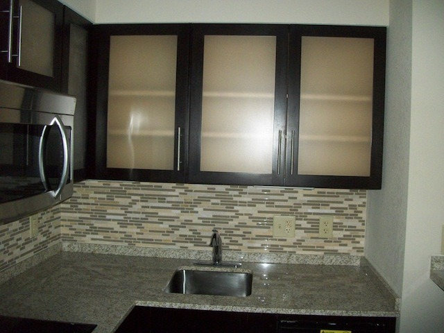 Puertas de gabinetes de cocina del vidrio tempered - Vidrio templado cocina ...