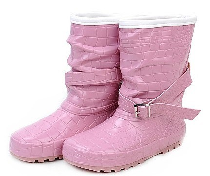 Fashionable Gumboots for Raining Day