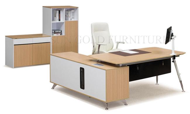 Het recentste moderne houten bureau van de lijst van het bureau