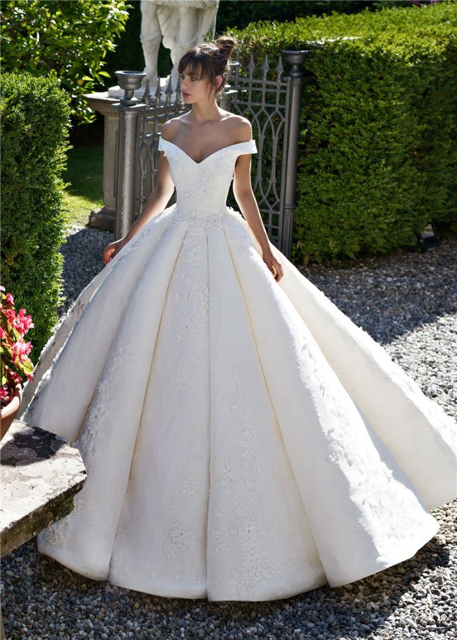 Off Shoulder Ball Gowns Lace Beaded Puffy Luxury Bridal Wedding