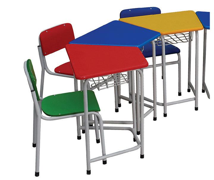 Estudio de los niños preescolares de metal madera escritorio y silla ...