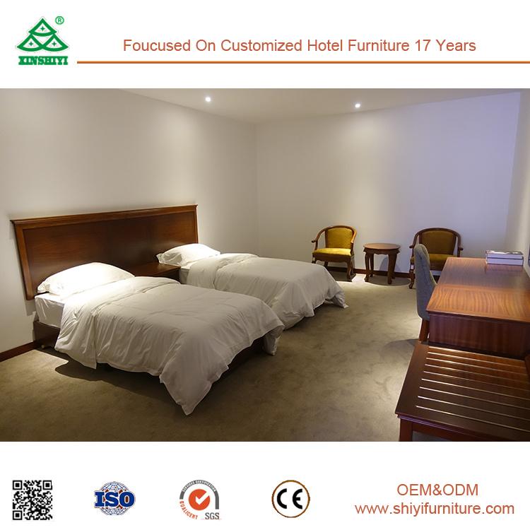 Il compensato con la mobilia della camera da letto dell\'hotel di ...