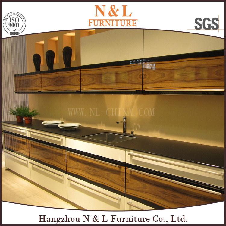 Un estilo moderno de madera de alto brillo gabinetes de cocina – Un ...