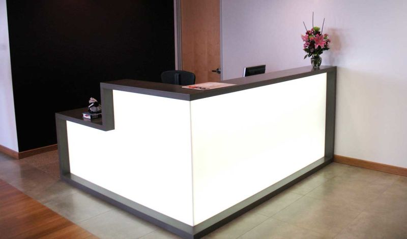Contador en forma de l modernos muebles de madera para for Muebles de oficina modernos precios