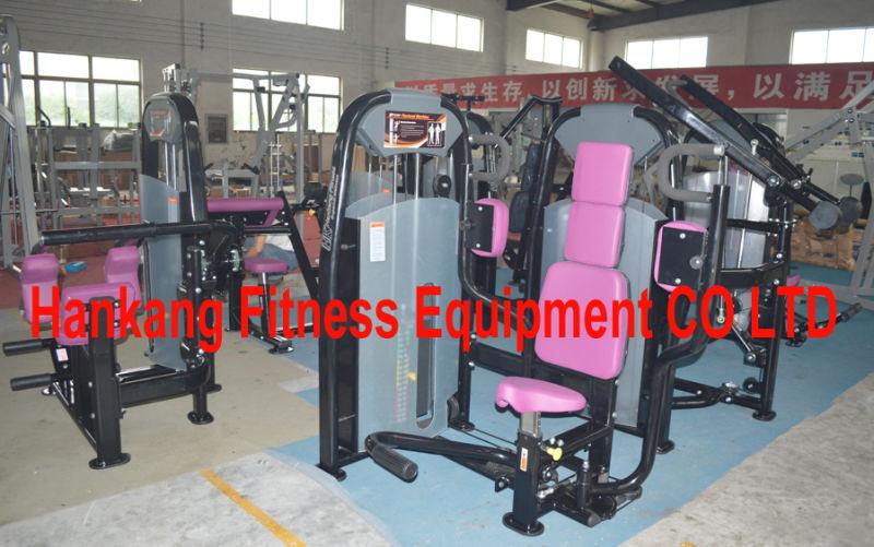 Equipos de fitness, gimnasio, la máquina, el body building, el poder ...
