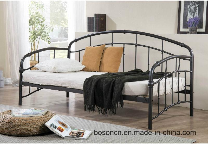 Un estilo moderno marco de un sofá cama de metal – Un estilo moderno ...