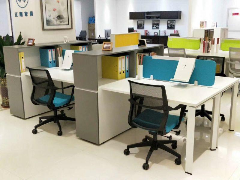 Ouvert en bois coloré moderne ordinateur de bureau de postes de