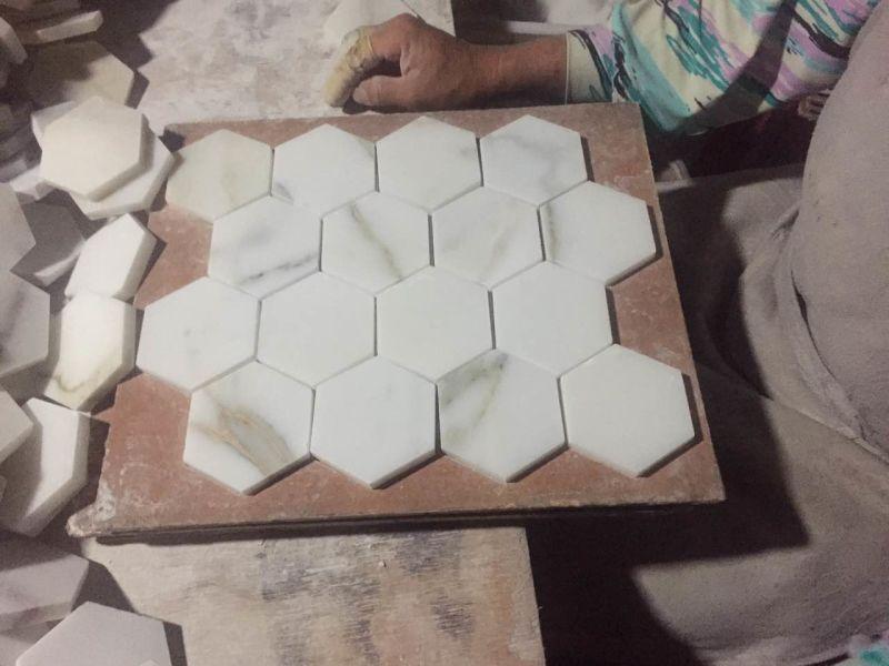 Mattonelle di mosaico di basketweave dell oro di calacatta