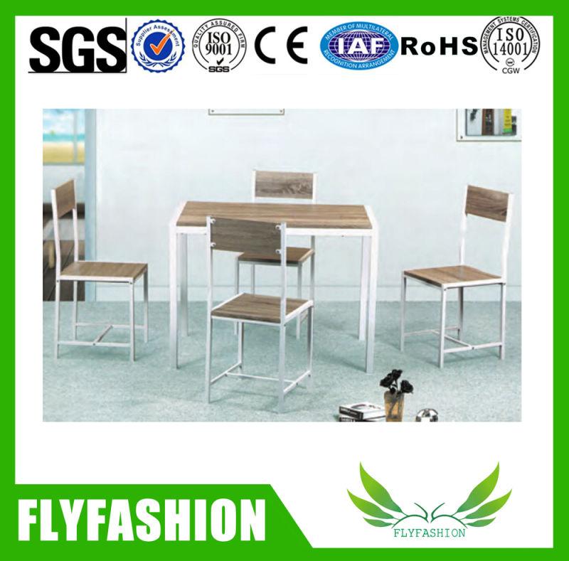 Tabelle pranzanti di seaters del ristorante 2 e presidenze for Mobilia o mobilio