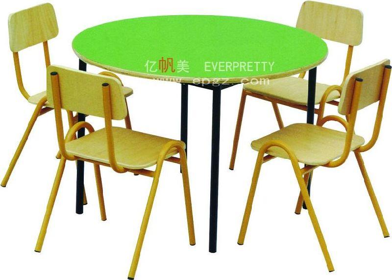 Muebles de la habitación del bebé Niños / mesa de madera con sillas ...
